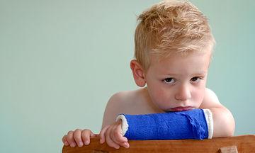 Τι να κάνετε αν το παιδί σας τραυματιστεί σε ατύχημα - Πρακτικές συμβουλές