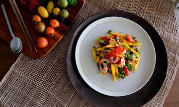 Σαλάτα με γαρίδες, μάνγκο και πορτοκάλι