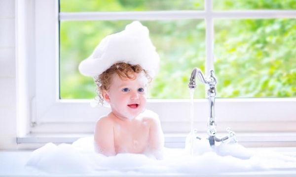 Ποιος είναι ο κατάλληλος εξοπλισμός για το άλλαγμα και το μπάνιο του μωρού