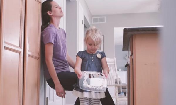Ένα απίθανο βίντεο για το πώς μια δική σας νορμάλ μέρα μπορεί να είναι μαγική για τα παιδιά σας