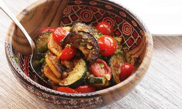 Καλοκαιρινό φαγάκι με κολοκυθάκια, μελιτζάνες και πολύχρωμες πιπεριές
