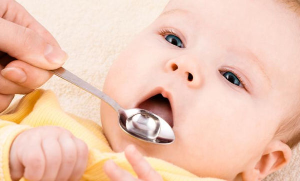 Πώς να δίνετε την αντιβίωση σε μωρό έως ενός έτους