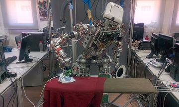 Γνωρίστε τον ΤΕΟ, το ρομπότ που σιδερώνει (vid)