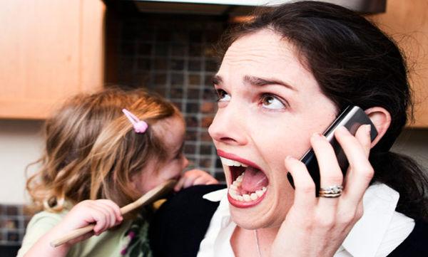 Γιατί όλοι θυμούνται τη μαμά όταν μιλάει στο τηλέφωνο;