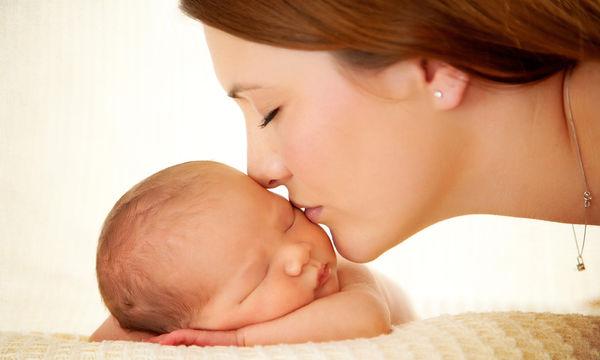 Πρακτικές συμβουλές γονιών σε μια νέα μαμά