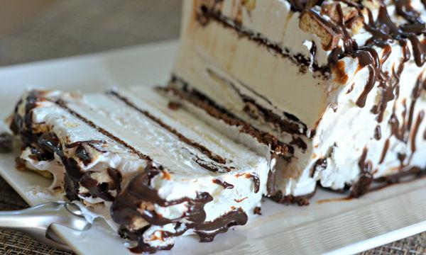 Συνταγή για την πιο εύκολη τούρτα παγωτό με πέντε υλικά
