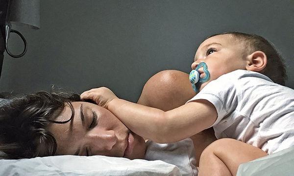 Οι «σκοτεινές» αλήθειες της μητρότητας που ποτέ μια μαμά δε λέει φωναχτά