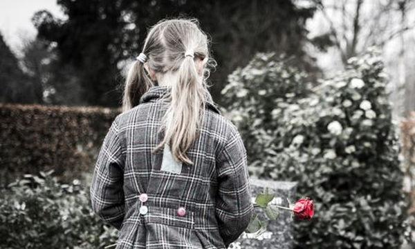 Πώς να προσεγγίσετε το θέμα του θανάτου με το παιδί σας
