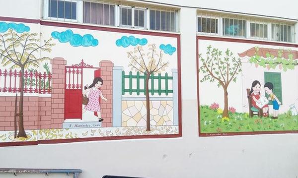 Παππούς ζωγράφισε το παλιό αλφαβητάρι σε σχολείο της Πάτρας