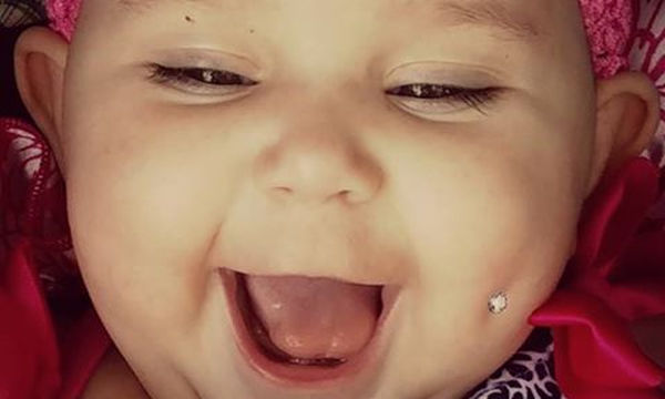 Μαμά έκανε piercing στο μάγουλο της κόρης της για να στείλει ένα σημαντικό μήνυμα