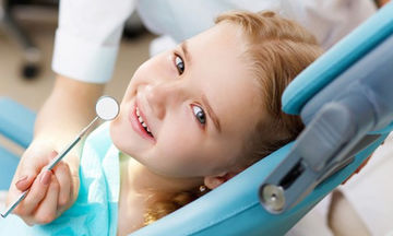 Σε ποια ηλικία γίνεται η πρώτη επίσκεψη του παιδιού στον οδοντίατρο;