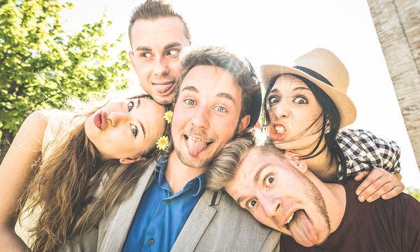 Η φιλία συντελεί στην ομαλή ψυχοκοινωνική ανάπτυξη των εφήβων