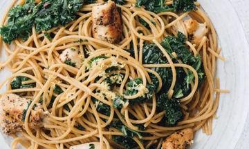 Εύκολη συνταγή για σπαγγέτι με κοτόπουλο, κέιλ και λεμόνι