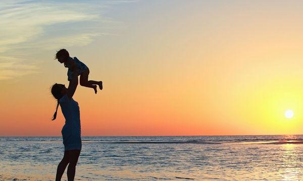 Tips για μια ανέμελη εξόρμηση με τα παιδιά στην παραλία!