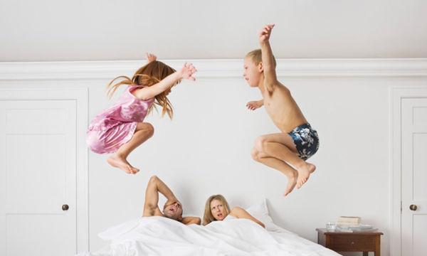 Γονείς σε απόγνωση: Τα παιδιά δε θέλουν να κοιμηθούν νωρίς το καλοκαίρι