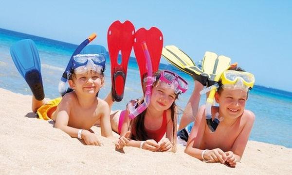 Έξι «ύπουλοι» κίνδυνοι που «κρύβει» το Καλοκαίρι για τα παιδιά