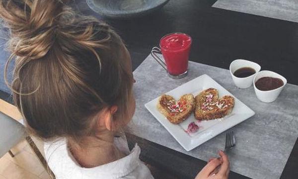 Όταν το παιδί πεινάει συνέχεια: Πώς να το βοηθήσετε να ελέγξει το βάρος του