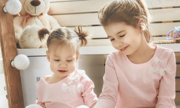 Τα οφέλη να έχεις παιδιά με μικρή διαφορά ηλικίας