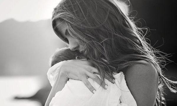 Όσα έχει ανάγκη ν'ακούσει μια νέα μαμά