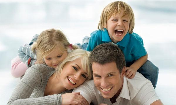 «Χτίστε» μία γερή σχέση με το παιδί σας: μικρά μυστικά για να το πετύχετε