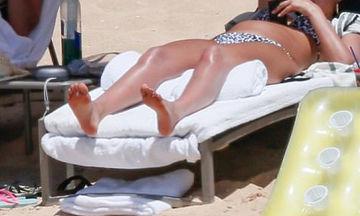 Ο φωτογραφικός φακός την τσάκωσε στην παραλία! Οι πρώτες φωτογραφίες μετά τα νέα της εγκυμοσύνης