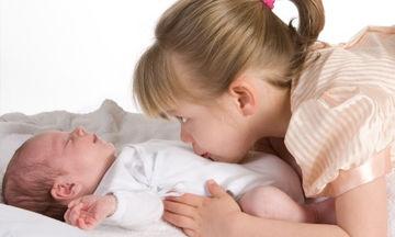 Αντιζηλίες μεταξύ αδελφών: Πώς πρέπει να αντιδράσουν οι γονείς;