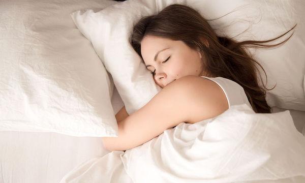 Δείτε πόσο πρέπει να κοιμάστε για να αποφύγετε το λίπος στην κοιλιά