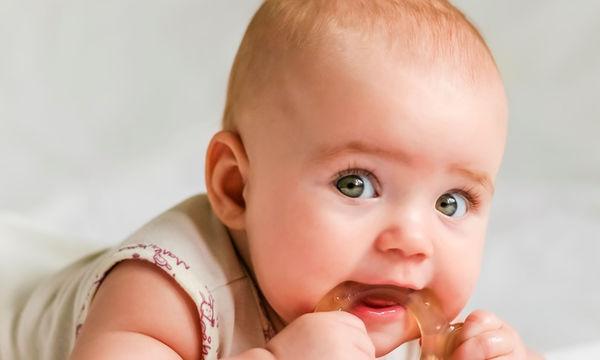 Τα πρώτα δόντια του μωρού: Δώστε σημασία στα συμπτώματα