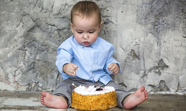 Υγιεινή συνταγή τούρτα γενεθλίων για τα πρώτα γενέθλια του μωρού σας χωρίς αβγά και ζάχαρη