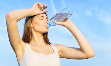 Δείτε τι συμβαίνει στον οργανισμό μας όταν δεν πίνουμε αρκετό νερό