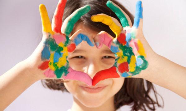 Έχετε αναρωτηθεί τι σημαίνουν τα χρώματα που επιλέγουν τα παιδιά όταν ζωγραφίζουν;