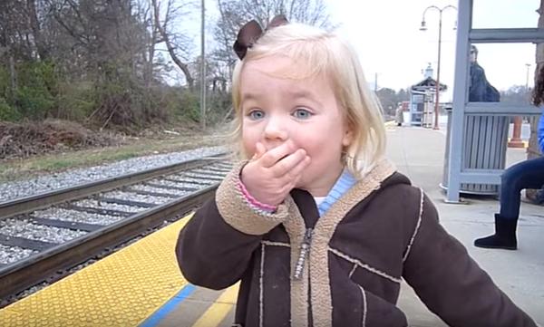 Υπάρχει πιο μαγική στιγμή; Το όνειρο 3χρονου κοριτσιού βγαίνει αληθινό