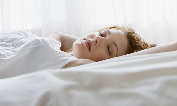 Καύσωνας:  6 τρόποι για να κοιμηθείτε τα βράδια