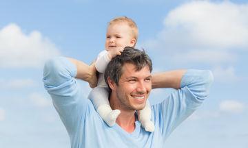 Δέκα πράγματα που δεν πρέπει να πείτε σε ένα μπαμπά, που βοηθάει στο μεγάλωμα του παιδιού του