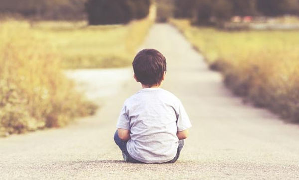 Επιστημονική έρευνα: Σε ποια ηλικία το παιδί μπορεί να περάσει με ασφάλεια το δρόμο;