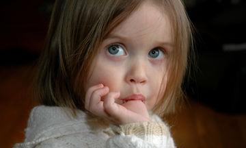 Το παιδί πιπιλίζει το δάχτυλο του; 6 τρόποι για να το σταματήσει