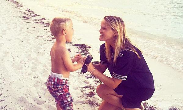 Ακόμη και ο γιος της Reese Witherspoon μπερδεύει τη μαμά με την αδελφή του