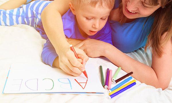 Πώς να βοηθήσετε το παιδί σας να βελτιώσει την ικανότητα γραφής