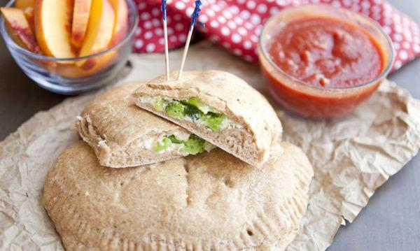 Καλτσόνε με μπρόκολο και τυρί: Ιδανικό για πρωινό ή κολατσιό