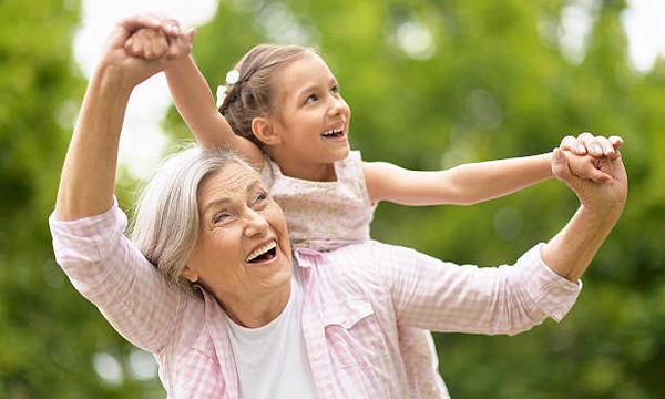 Δέκα λόγοι που η γιαγιά και ο παππούς είναι οι καλύτεροι