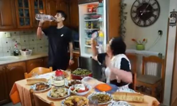 Η Ελληνίδα μάνα «ξαναχτυπά» με νέο απολαυστικό βίντεο
