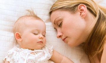 Εφτά λόγοι που μια μαμά απολαμβάνει να κοιμάται με το παιδί της