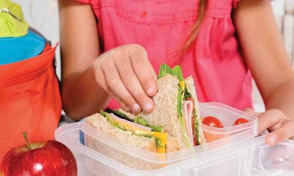 Πώς να βοηθήσετε το παιδάκι σας να τρώει υγιεινά και στο σχολείο