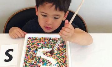 Ένας διασκεδαστικός τρόπος να μάθει το παιδί σας την αλφαβήτα (vid)
