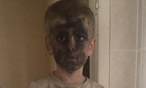 Τετράχρονος δοκίμασε τα πανάκριβα καλλυντικά της μαμάς του