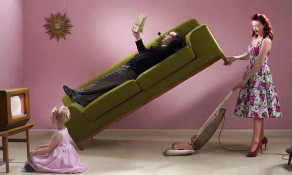 Δυσανασχετείτε με τις δουλειές του σπιτιού; Δεν θα έπρεπε, κάνουν καλό στην υγεία σας