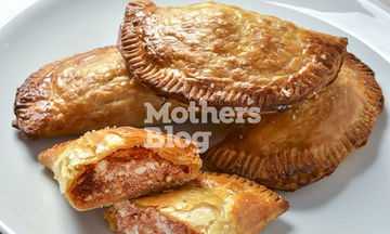 Φουρνιστά πιτάκια με μυζήθρα και σπιτικό πελτέ ντομάτας με δεντρολίβανο από τον Γιώργο Γεράρδο