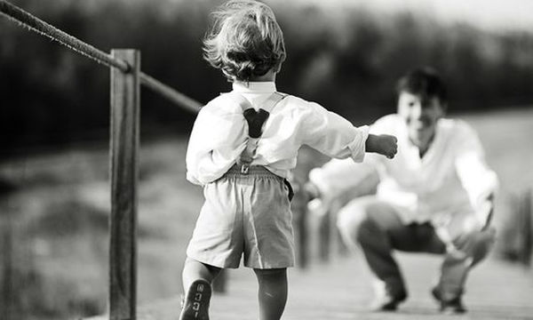 «Γι' αυτό τα μικρά παιδιά χαμογελούν. Γιατί είναι άξια αυτής της αγάπης. Άξια αυτής της ομορφιάς»