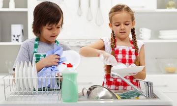 Αν θέλετε τα παιδιά σας να γίνουν επιτυχημένοι ενήλικες, μάθετε τα να σας βοηθούν στις δουλειές