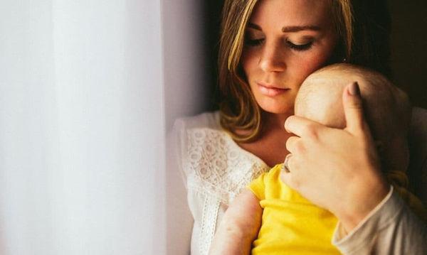 Πότε οι γυναίκες κινδυνεύουν λιγότερο από επιλόχειo κατάθλιψη;